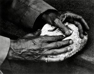 Les mains du peintre et sculpteur Georges Braque photographiées en 1957 par Paul Strand.