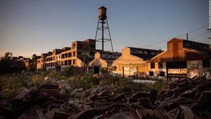 150410122956-abandoned-detroit-super-169