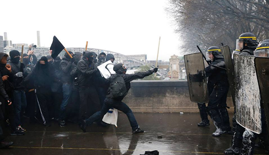 Manifestation contre la loi El Khomri du 31 mars 2016 à Paris. Crédit photo : Thomas Samson / AFP.