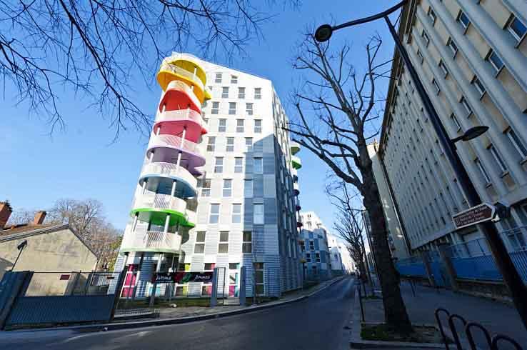 Un immeuble abritant des logements sociaux dans les yeux du Ministère du logement et de l'habitat durable (sic)