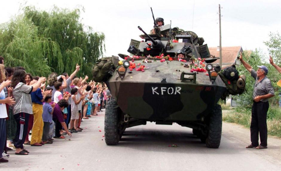 b-nato-arrives-in-kosovo-940x574