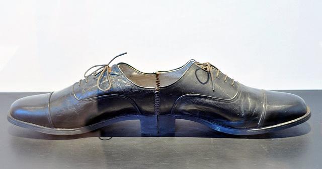 ai-weiwei-one-man-shoe-1987