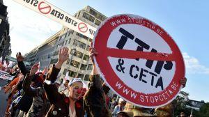 9000-a-15-000-manifestants-contre-le-ttip-et-le-ceta-le-20-septembre-a-bruxelles_5718417