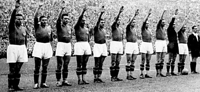 the-italian-team-gives-the-fascist-salute-before-the-1934-world-cup-final-begins.jpg