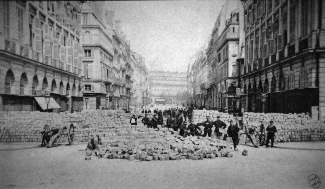 Barricade_place_Vendome_Commune_Paris_1871.jpg